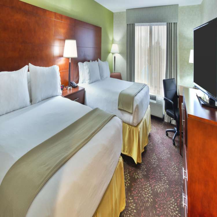 holiday inn express and suites frankenmuth 3369581159 2x1